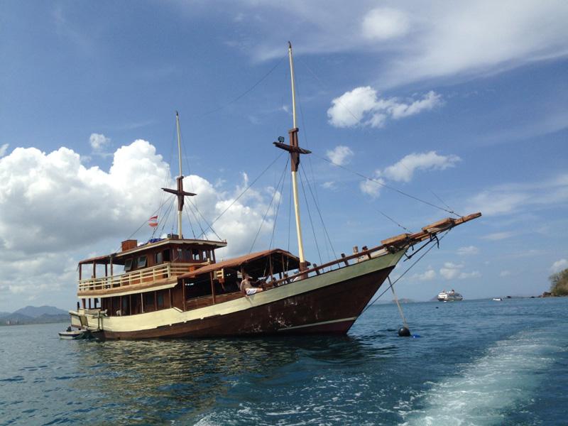 Boat in Komodo National Park - Boat Charter - Privat - Segeln - Phinisi
