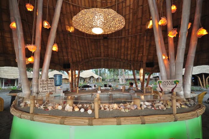 Tropical Beach Bar Hotel Resort Maumere Flores Idnonesien