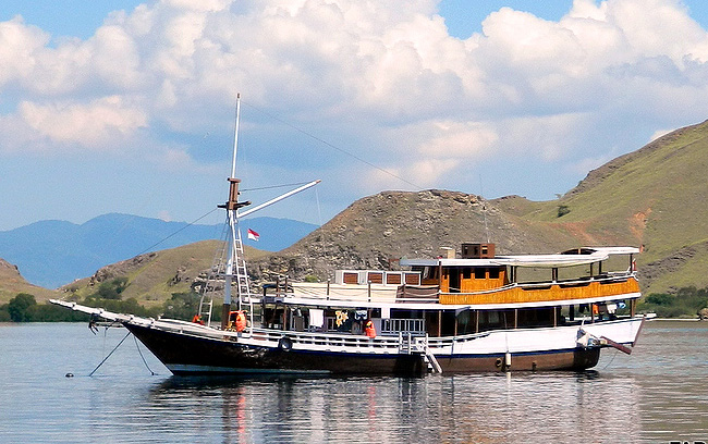 Private boat charter in Komodo
